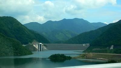 徳山ダムの反対側