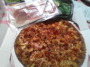 ルッコラとイタリア産 プロシュートのサラダピザ