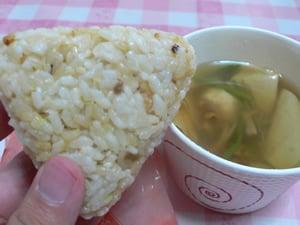 発芽玄米むすび/湯葉と鶏団子のスープ