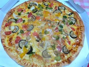 彩り野菜のピザ