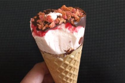 ジャイアントコーン 苺&チョコ味
