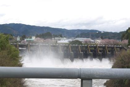 ダムの放流
