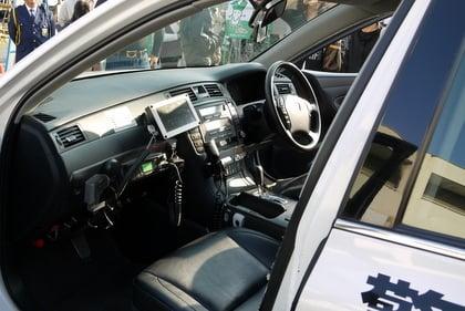 パトカーの運転席