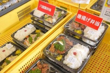 食堂のお弁当の写真