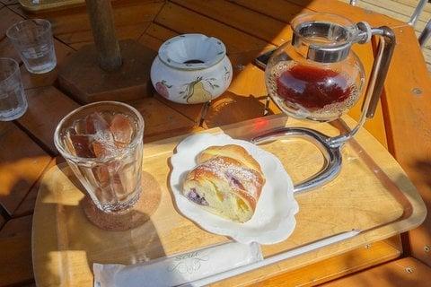 風見鶏のモーニングの写真 (風見鶏のモーニング)サイフォンに入ったアイス珈琲よい雰囲気を出してい