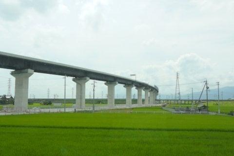 東海環状自動車道と東海道新幹線の写真