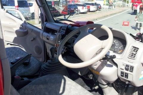 消防車の運転席の写真