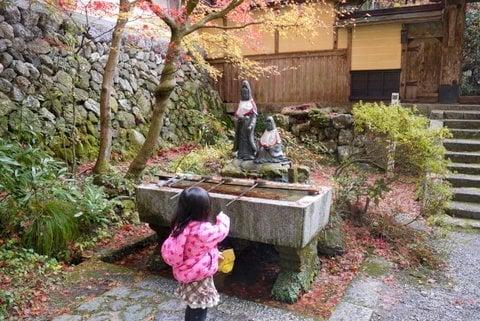 両界山横蔵寺と娘の写真