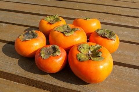 無人売店で買った柿の写真