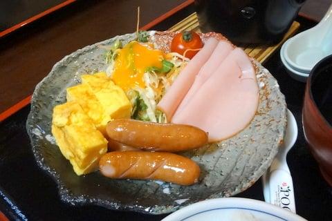 白山里のお子様用朝ご飯の写真