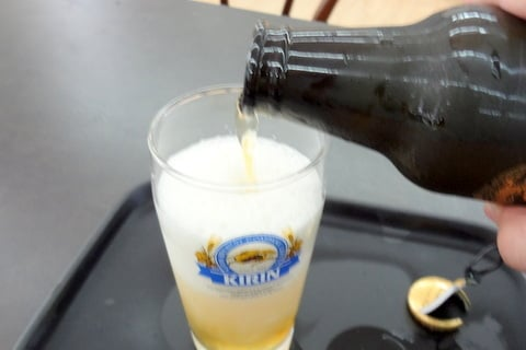 美味しいビールの注ぎ方2の写真