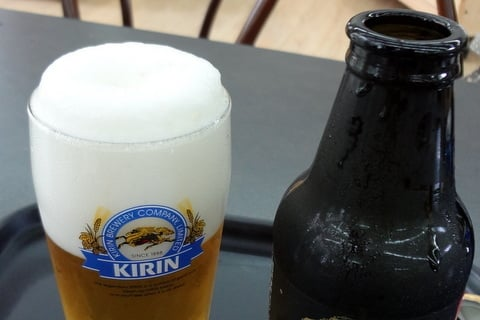 美味しいビールの注ぎ方3の写真