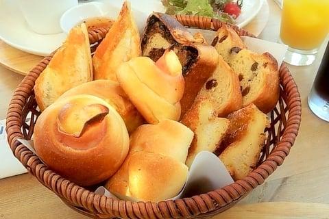 151@のお代わりのパンの写真
