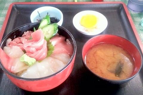 大遠会館の海鮮丼の写真