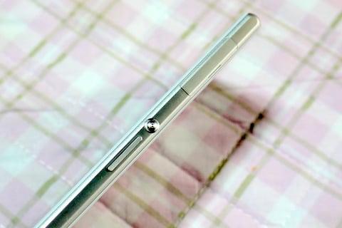 Xperia Z1のサイド側の写真