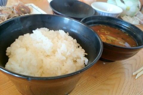 ご飯と味噌汁の写真