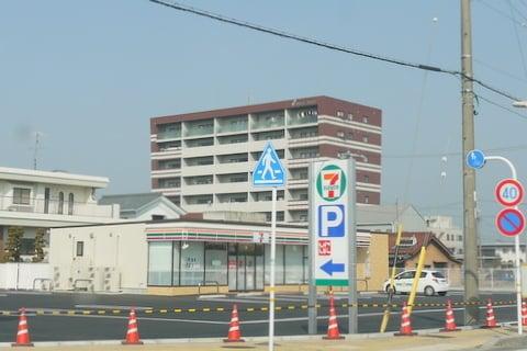 セブン−イレブン穂積駅前通店の写真