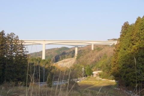 県道35号線からの新東名の写真