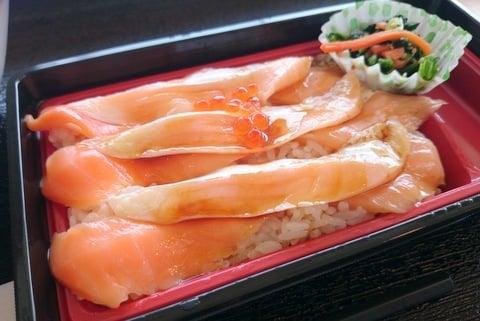 サーモン丼の写真