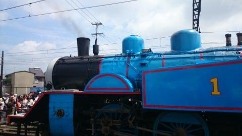 新金谷駅の外からのトーマス号の写真