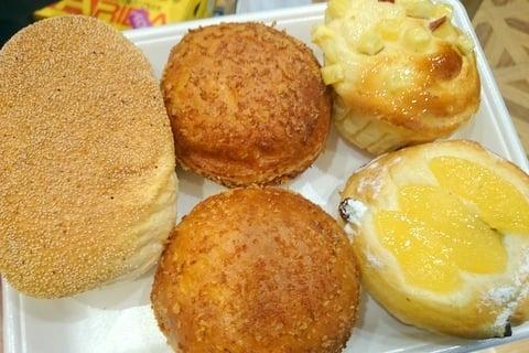 阪急ベーカリーの100円パンの写真