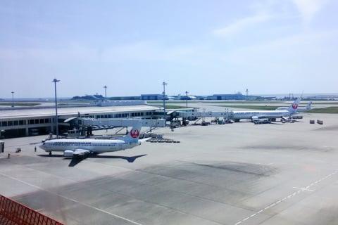 那覇空港のJAL側の写真
