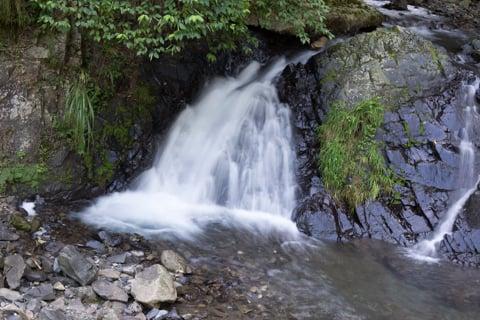 不破の滝の河原の写真