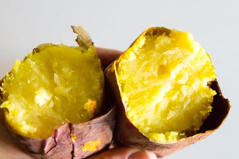 焼き芋の写真